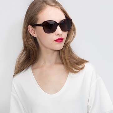 Tortoise  Sevilla -  Acetate Sunglasses - model image