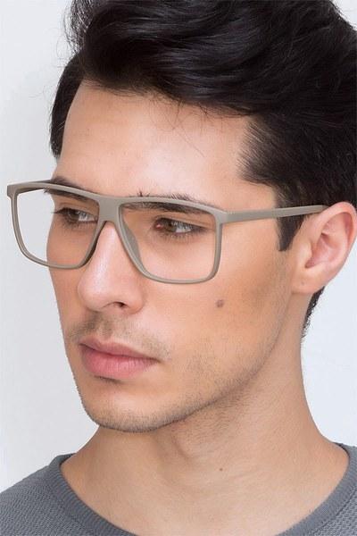 Deluxe - men model image